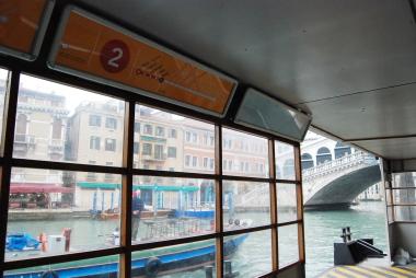 ヴェネツィアの水上バスと渡しの乗り方。_d0129786_1431183.jpg
