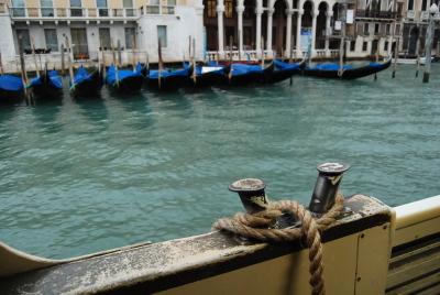 ヴェネツィアの水上バスと渡しの乗り方。_d0129786_1533331.jpg