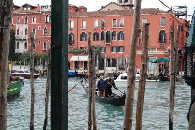 ヴェネツィアの水上バスと渡しの乗り方。_d0129786_15353432.jpg