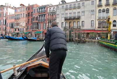 ヴェネツィアの水上バスと渡しの乗り方。_d0129786_15442658.jpg