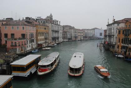 ヴェネツィアの水上バスと渡しの乗り方。_d0129786_1585261.jpg