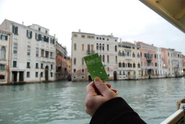 ヴェネツィアの水上バスと渡しの乗り方。_d0129786_16172560.jpg