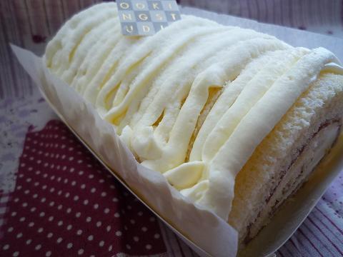 純白のロールケーキ♪_f0193555_14183937.jpg