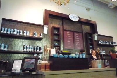 W.4th のカフェ。 「49th PARALLEL COFFEE ROASTERS」_d0129786_15342776.jpg