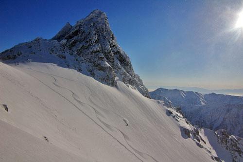 「裏のお山で雪とたわむる」のsakusaku_fukafuka(Fukazu)さん登場!_c0039735_1284783.jpg