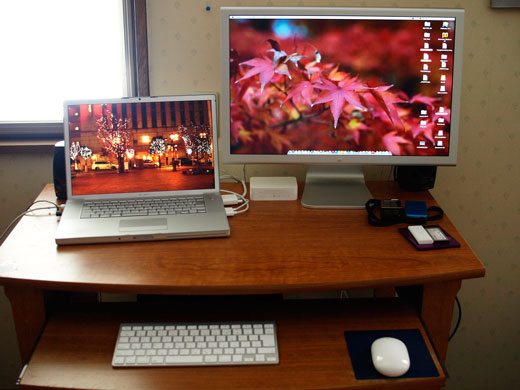 My desk_e0084756_13531439.jpg