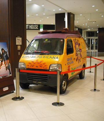イーアスつくばで撮影に使用された車を展示!_f0183800_16332767.jpg