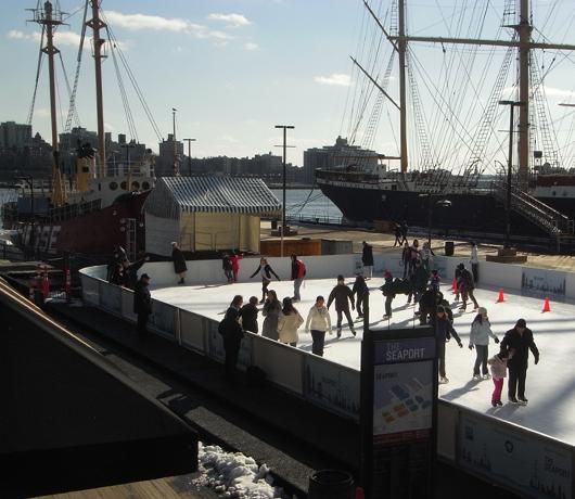 サウス・ストリート・シーポートにスケートリンク登場 Seaport Ice_b0007805_91657.jpg