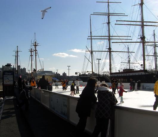 サウス・ストリート・シーポートにスケートリンク登場 Seaport Ice_b0007805_995446.jpg