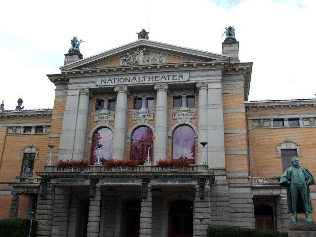 ノルウェー (42)   国立劇場と国立美術館_c0011649_20415743.jpg