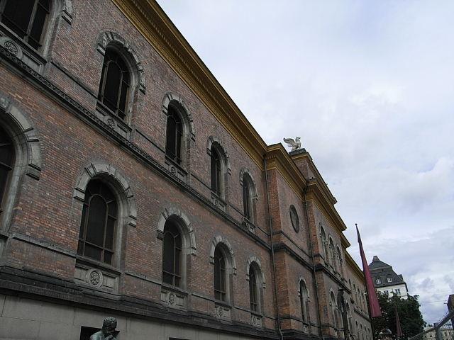 ノルウェー (42)   国立劇場と国立美術館_c0011649_2135138.jpg