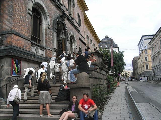 ノルウェー (42)   国立劇場と国立美術館_c0011649_217342.jpg