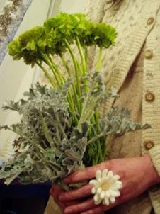 マーガレットの指輪とフレジスの花束_d0104091_18525083.jpg