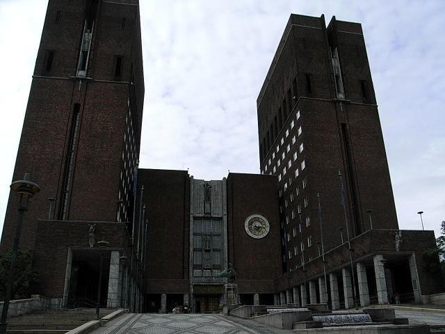 ノルウェー (43)   ノーベル平和賞のオスロ市庁舎_c0011649_7465657.jpg
