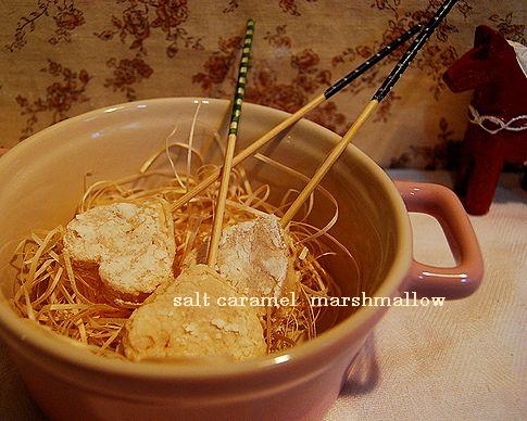 塩キャラメルのマシュマロ & フレッシュ苺の練乳ケイク_a0105872_8233355.jpg