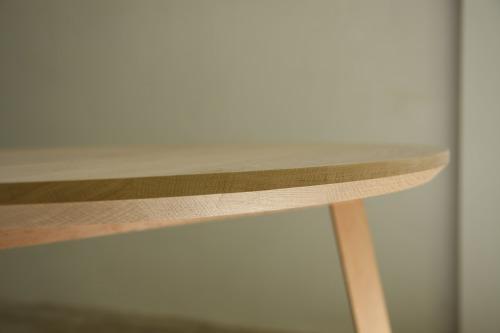 家具製作日誌02       丸テーブル編 (天板に 脚がつく)_e0155066_14325923.jpg