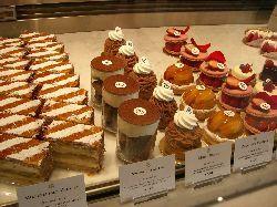 岡本でピエール・エルメなケーキを。_c0005672_22472455.jpg