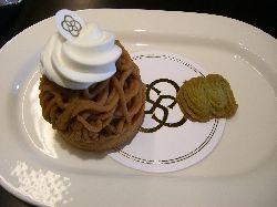 岡本でピエール・エルメなケーキを。_c0005672_2248324.jpg