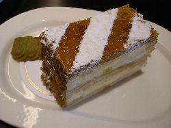 岡本でピエール・エルメなケーキを。_c0005672_2248505.jpg