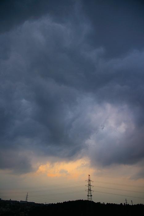 雲濃く夕_e0077521_2230448.jpg
