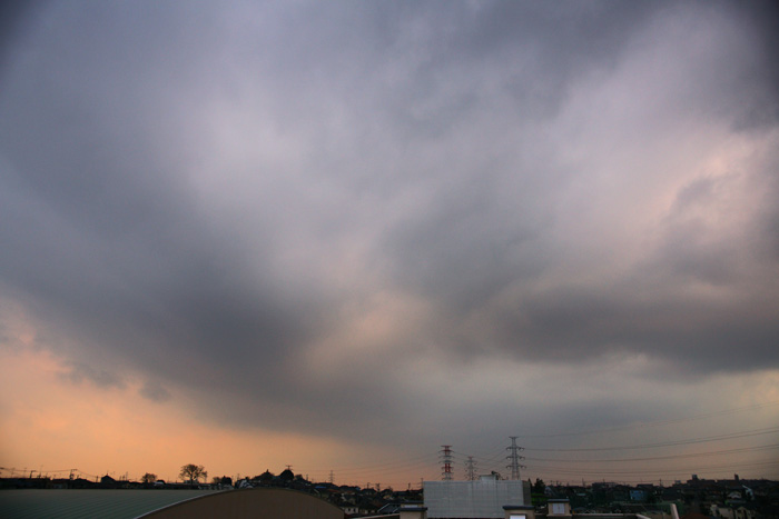 雲濃く夕_e0077521_2231281.jpg