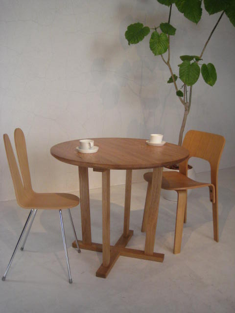 DINING TABLE & COFFEE TABLE_c0146581_1753265.jpg