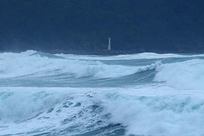 意外と知らない「波浪警報」と「...
