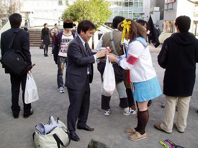 今日の渋谷駅前~「バレンタイン粉砕闘争」見学記2009_f0030574_2114558.jpg