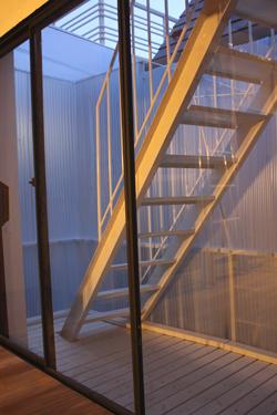 ベランダ、階段、、、その上は_f0192906_0582563.jpg
