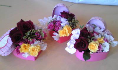 ジュニアフラワー・私たちのバレンタインアレンジ_f0180576_1856376.jpg