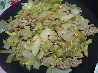 豚肉とキャベツのカレー炒めと生ハムサラダ_c0025217_1882135.jpg