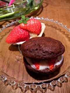 2月の花の会のお菓子 イチゴのチョコブッセとイチゴタルト_a0004863_1814437.jpg