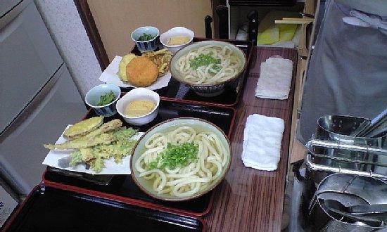 鶴越ランチは全部揚げたて天ぷらになりました。_c0092877_2256389.jpg