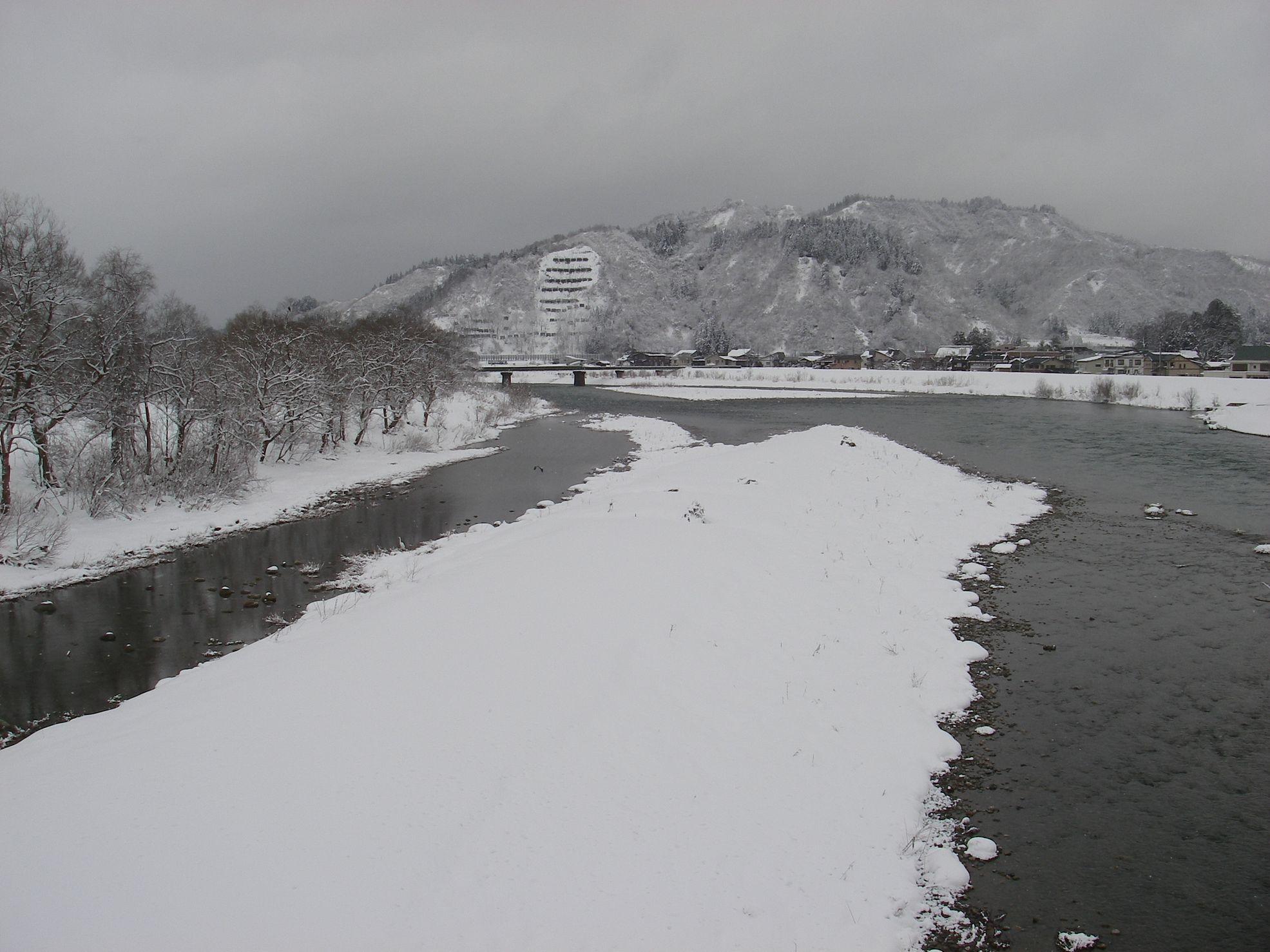 今日は・・・冬に逆もどりです_e0150433_1533245.jpg