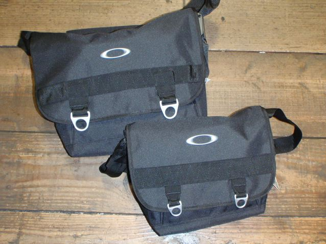 OAKLEY MESSENGER BAG & HIP BAG_e0132852_15404266.jpg
