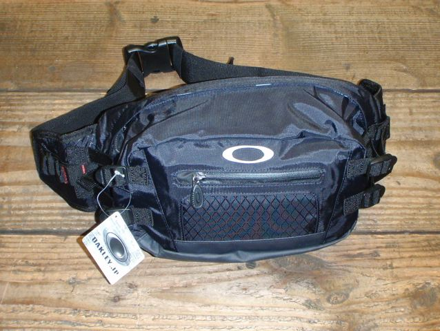 OAKLEY MESSENGER BAG & HIP BAG_e0132852_1541371.jpg