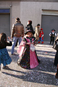 小さな村にて~子供達のカーニバル_f0106597_18566.jpg