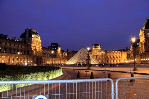 シャンパパドライバーの「パリ・ナイトツアー」♪_c0090198_3542784.jpg