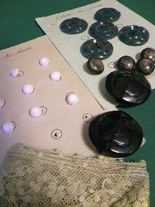 アンティークボタンとアンティークレース_e0060341_2112402.jpg