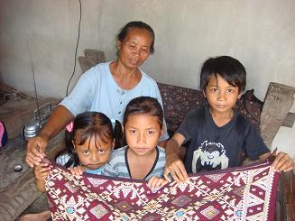 バリ島の家族とソンケット_a0120328_1826975.jpg