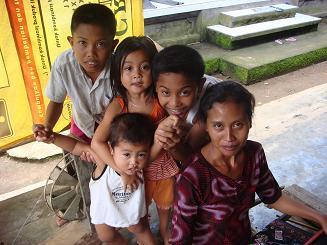バリ島の家族とソンケット_a0120328_1830893.jpg