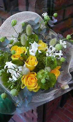 グリーンいっぱいガーデン風花束_c0137266_1643410.jpg