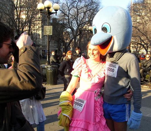 動物コスチュームを着て走るマラソン Club Animals Mini-Marathon_b0007805_1473328.jpg