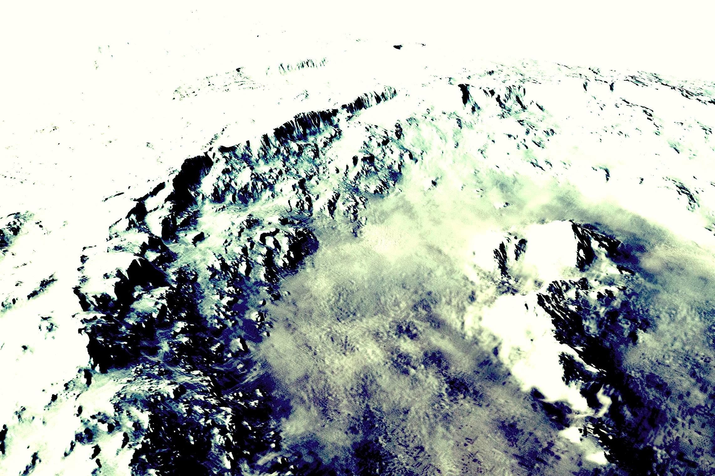 火星の「ヘールクレーターの謎」:無数の住居跡が存在か?_e0171614_14142283.jpg