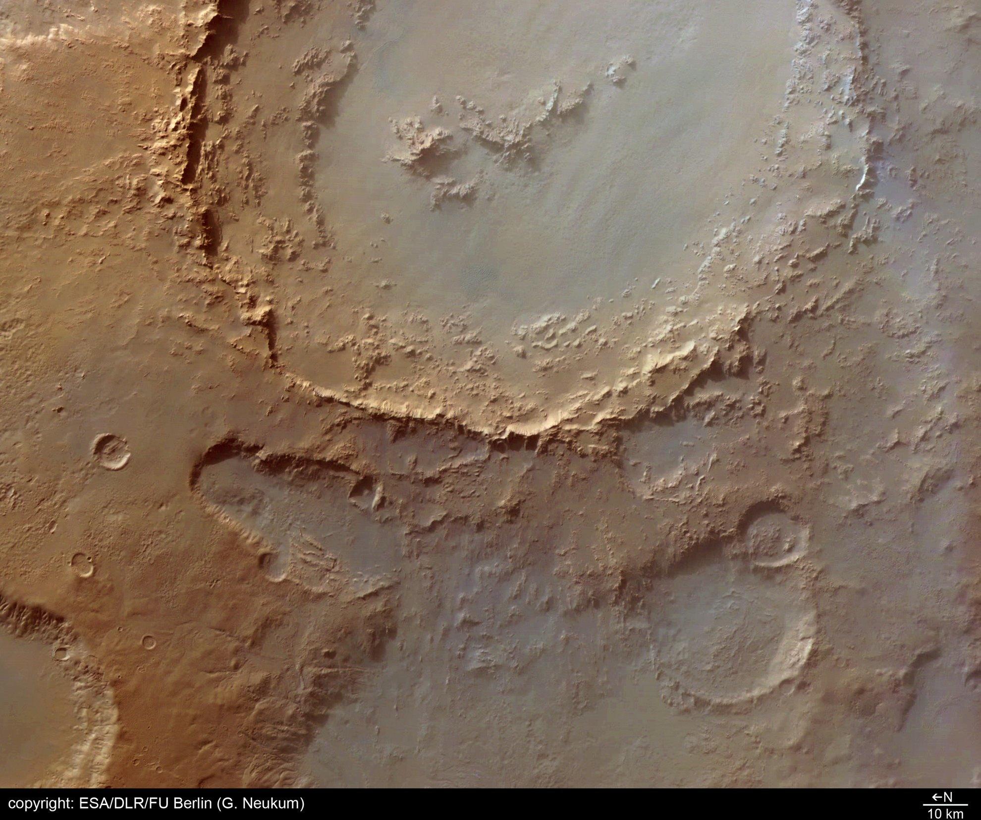 火星の「ヘールクレーターの謎」:無数の住居跡が存在か?_e0171614_1415947.jpg