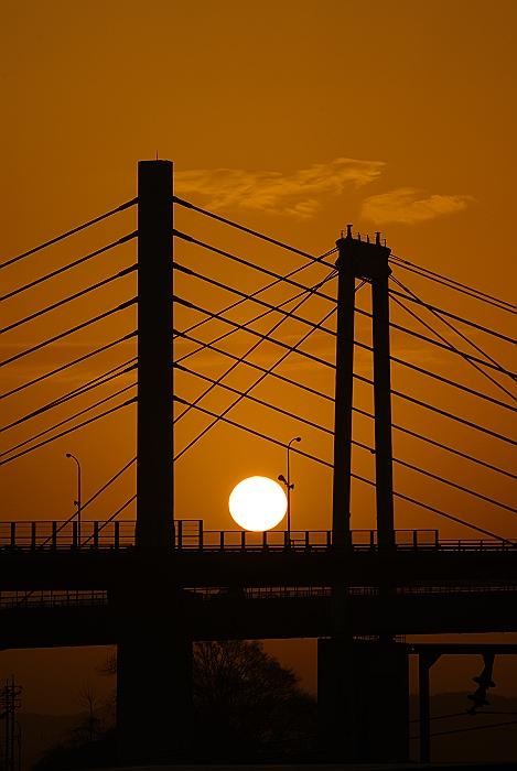 尾道大橋と日出_c0152379_8115366.jpg