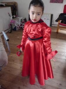 カーニバルの衣装は情熱の赤!_f0106597_18354919.jpg