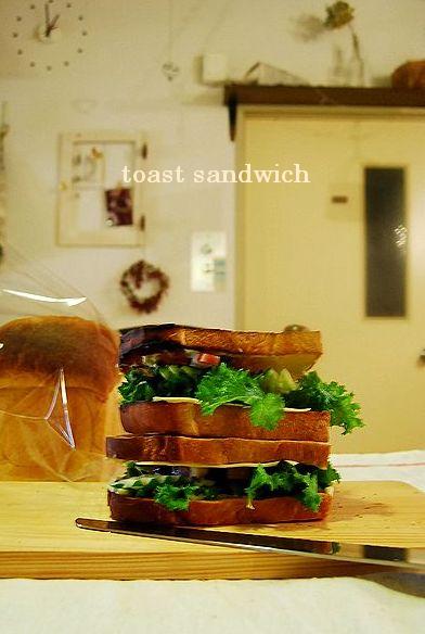 山食でトーストサンド & ローズメレンゲ_a0105872_1837243.jpg