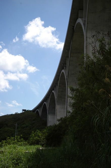 Under The Bridge_e0174281_1535332.jpg