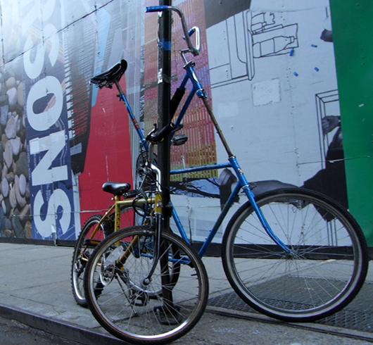 バイクレーンに続いてニューヨークに駐輪場が登場_b0007805_1483030.jpg